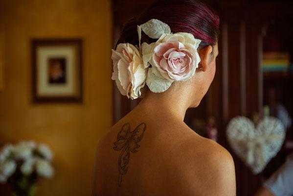 L'acconciatura con i fiori della sposa