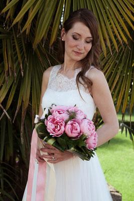 Ritratto della sposa col suo bouquet