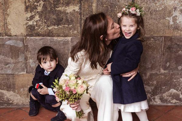 La sposa con il figlio e la nipote
