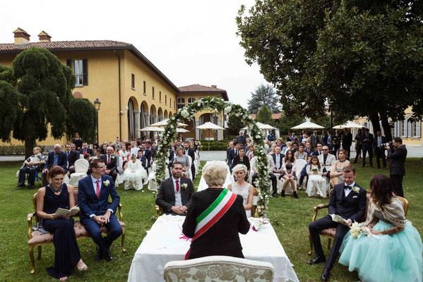 Rito civile nel giardino di Villa Cavenago a Trezzo sull'Adda