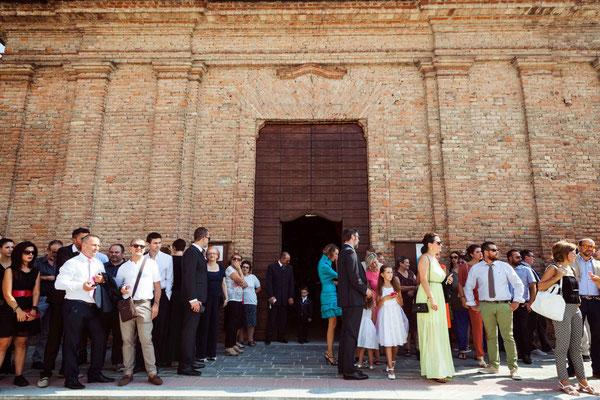Gli invitati attendono la sposa
