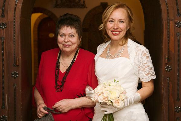 L'arrivo della sposa con la madre