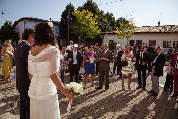 Gli sposi fuori dalla chiesa