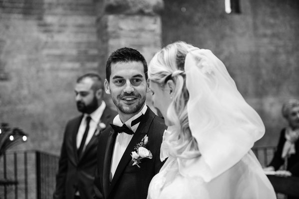 Lo sguardo dello sposo alla sua futura sposa
