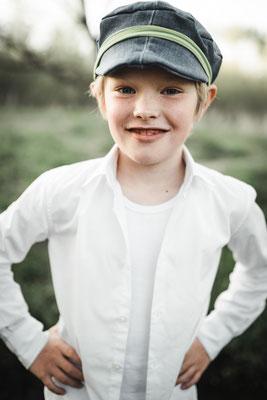 Kinderportrait mit Linus im alten Bahndamm in Edemissen