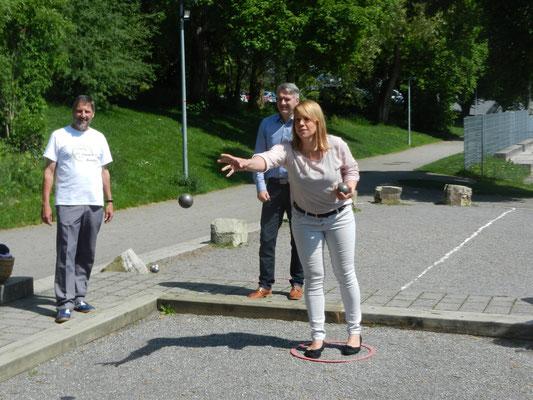 Gemeinwesenreferentin Alexandra Münch beim Anboulen.