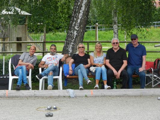 Die siegreiche Boule-Mannschaft der Urschelstiftung (von links: Majid Hbish, Farouk Amine, Ute Stickel, Dorothee Röhm, Helmut Fischer, Oliver Zimmermann).