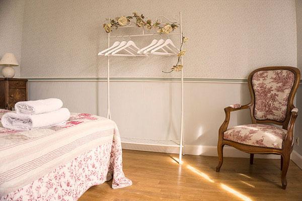 Suite familiale Chambre d'hôte Semillon, penderie