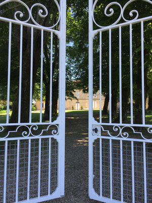 Portail d'entrée au Château du Payre