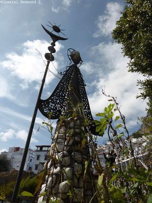 Statue de pierres et de fer réalisée par Abdel Alli