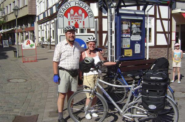 Souvenirfoto in Höxter an der Weser. Kilometerstand des Tachos: exakt 350 km.