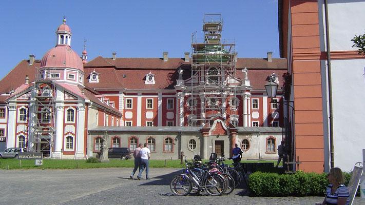 Das Klosterstift St. Marienthal ist das älteste Frauenkloster des Zisterzienserordens in Deutschland.