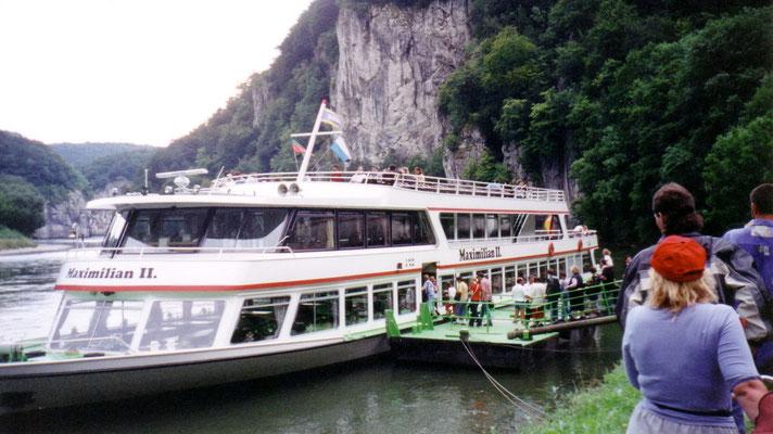 Die Fahrt durch den Donaudurchbruch bei Weltenburg legen wir mit dem Dampfer zurück