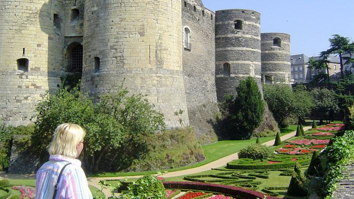 Auf der Rückfahrt nach Berlin besuchen wir noch die Burg von Angers am Fluss Maine (Nebenfluss der Loire).