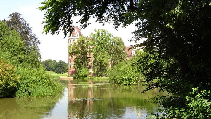 Der Fürst-Pückler-Park in Bad Muskau mit dem Schloss