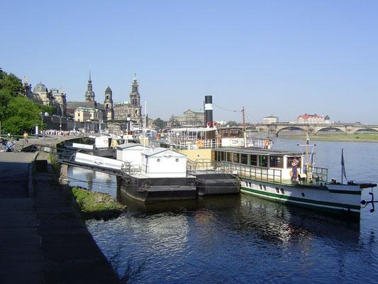 An der Landungsbrücke in Dresden startet die Flussfahrt.