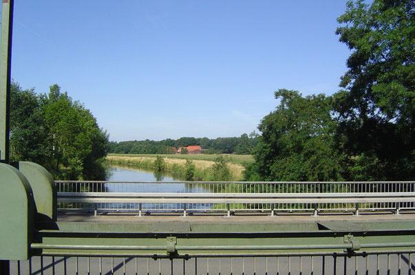 Vor Harsewinkel finden wir das Angebot einer Abkürzung nach Rheda-Wiesenbrück, statt ca. 28 km nur 20 km