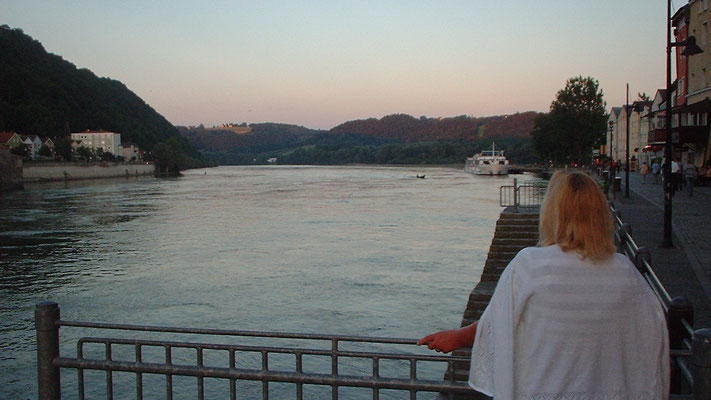 Zusammenfluss von Donau und Inn an der Grenze zu Österreich