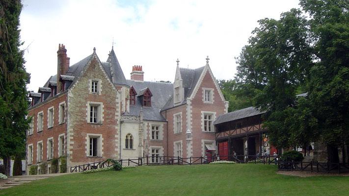 """Da wir schon genug Burgen gesehen haben, besuchen wir lieber das Schlösschen """"Le Clos Lycé""""."""