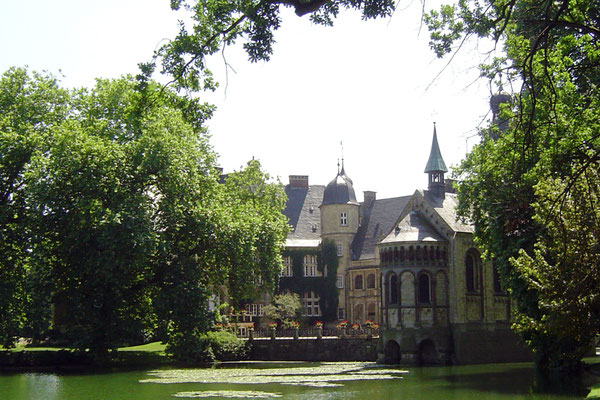 """... mal """"Schloss Dartmoor"""")."""