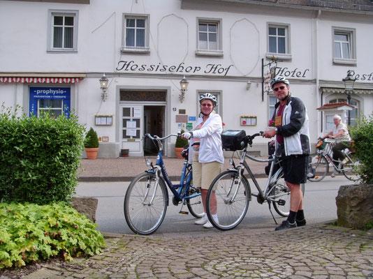 Vor unserem Hotel in Karlshafen