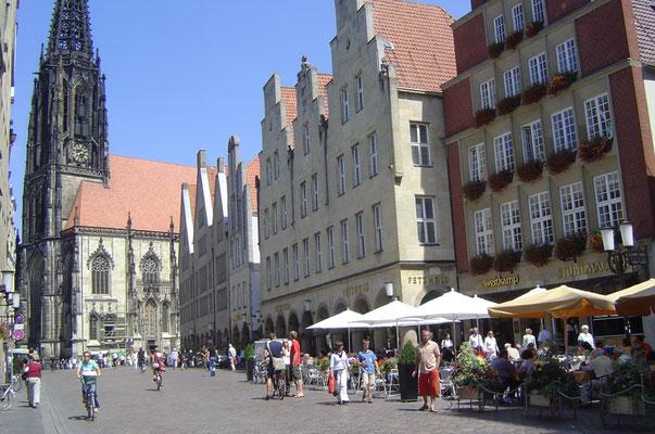 Der Markt von Münster mit Rathaus und Lambertikirche