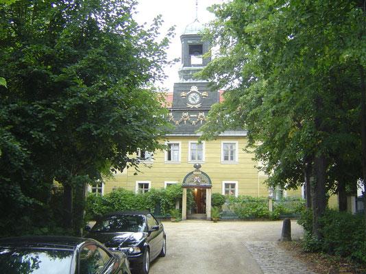"""Auf der Neustädter Seite geht es dann weiter bis Radebeul. Quartier im Hotel """"Sorgenfrei"""", das sich aus einem historischen Weingut von 1789 entwickelt hat"""