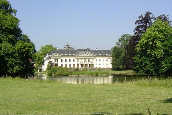 ... zum Schloss Varlar - wie fast alle Schlösser in Westfalen in Privatbesitz und nicht zu besichtigen.