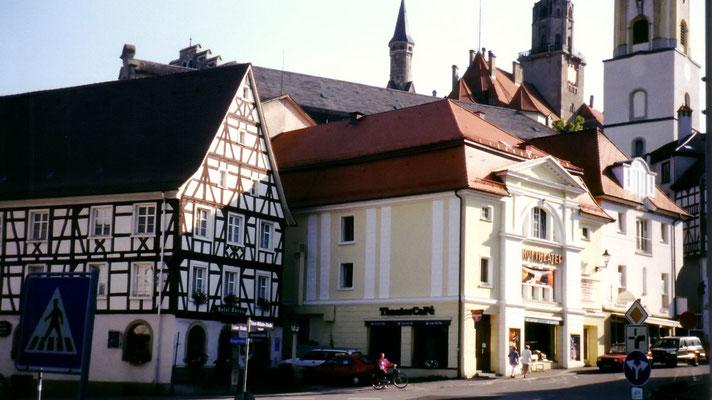 """Gegen 16 Uhr treffen wir in Sigmaringen ein, wo wir im """"Bären"""" übernachten (links), einem riesigen Fachwerkbau aus dem Mittelalter direkt unterhalb des Stadtschlosses."""
