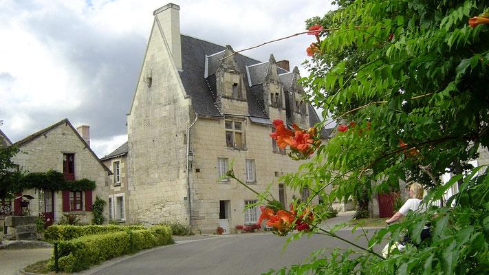 ... darunter eines der anerkannt schönsten Dörfer Frankreichs (Crissay).