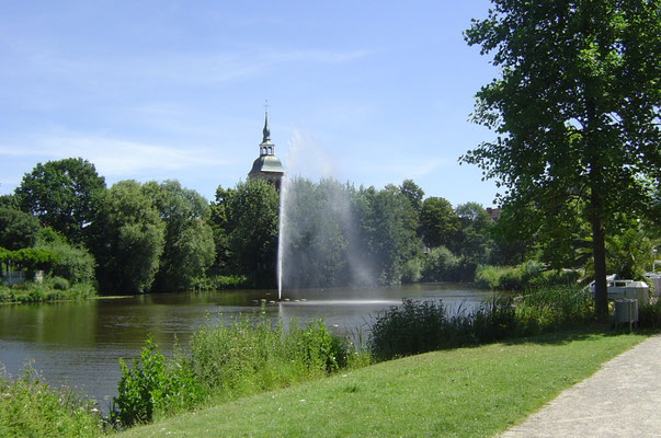 """Fahrt durch die Emsauen zwischen Rheda und Wiedenbrück - vor einigen Jahren als """"Flora Westfalica"""" eine Bundesgartenschau."""