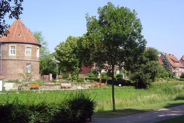 Die beiden Hauptsehenswürdigkeiten von Coesfeld: ein dicker Turm ...