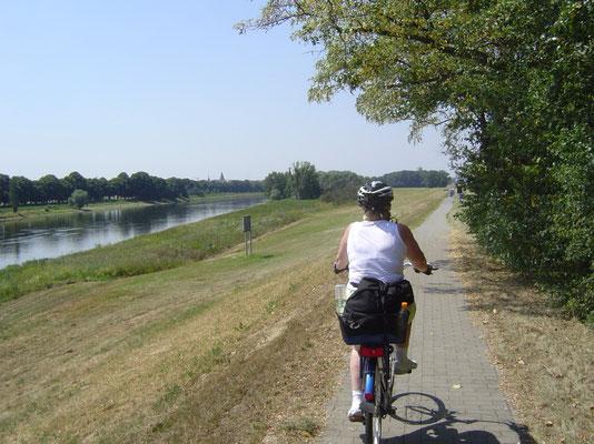 Heute mussten wir endlich einmal Kilometer machen, wenn wir unser Ziel Dessau überhaupt noch erreichen wollten.