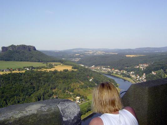 Jenseits der Elbe die Tafelberge (Lilienstein)