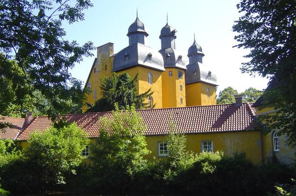 Schloss Holte-Stukenbrock, das wie gewohnt nur von außen besehen werden konnte.