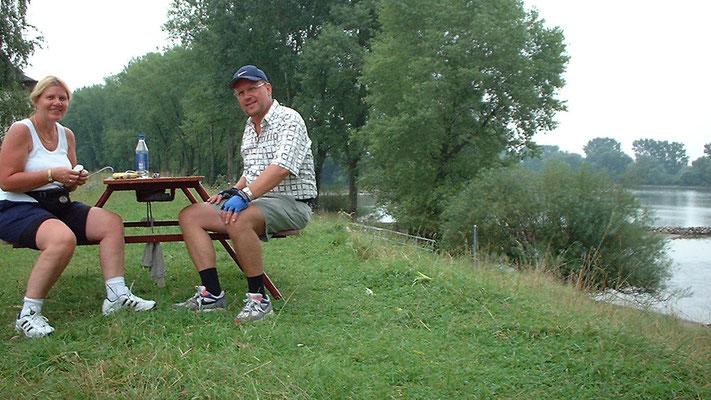 Nach einer neuerlichen Rast auf einer Sitzbank an der Donau ...