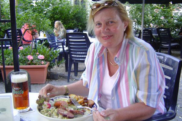 """Im Brauhaus Pott gibt es Dicke Bohnen mit Kassler und """"Mettenden""""."""