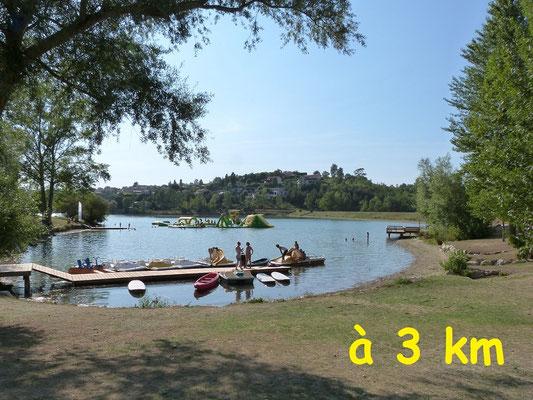 Gites des Camparros à Nailloux : lac de la Thesauque avec les pedalos