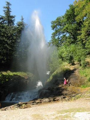 Gites des Camparros à Nailloux : gerbe d'eau à Saint Ferreol Revel