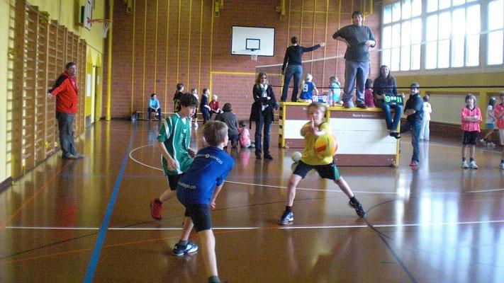 ca 10 Jahre lang: Mini-Volleyballturnier der Mittelstufe in unseren Widmer-Th