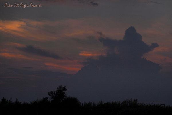 雲がフラダンサーの形に変わった瞬間。