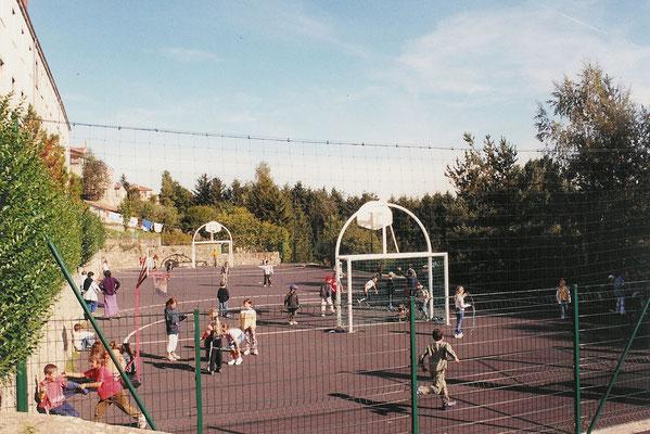 terrain de hand et basket centre La Margeride Saugues Haute-Loire