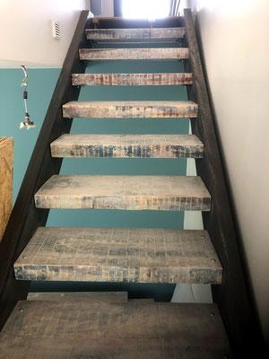 Fabrication et installation d'un escalier contemporain bois et metal à générac