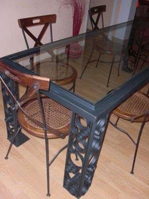 Table sur mesure avec pieds décorés