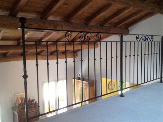 Installation d'une rambarde en fer forgé avec bague décorative dans le gard