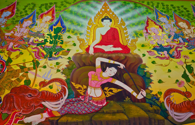 La Diosa de la tierra protege al Buda después de la iluminación para eliminar a las huestes de Mara. Pintura mural tailandesa en el templo de Wat Keawkorama, Krabi Tailandia.