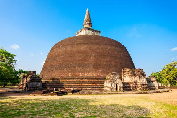 Rankoth Vehera, estupa ubicada en la antigua ciudad de Polonnaruwa en Sri Lanka (ca. 1190 d.C.)