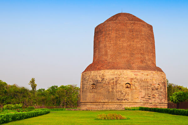 Estupa Dhamek en Sarnath, Uttar Pradesh (India). Construida hacia el año 500 d.C. como restauración de la estupa anterior de época de Ashoka (siglo III a.C.)