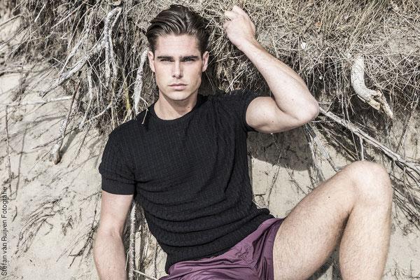 Beach, beach shoot, Malemodel, Model, Mannelijk model, Fashion, Mensfashion, Menswear, Photography, Fotografie, Model worden, Modelshoot, portfolio, man fotograaf, man photography, photographer
