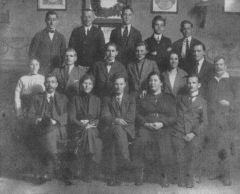 Die Kasseler FAUD-Gruppe 1922. Willi Paul in der mittleren Reihe, zweiter von links.